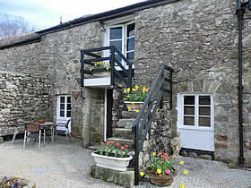Granary Cottage - a comfortably furnished self catering holiday cottage in a charming barn complex near Bodmin Moor and a few miles from the north and south coasts of Cornwall